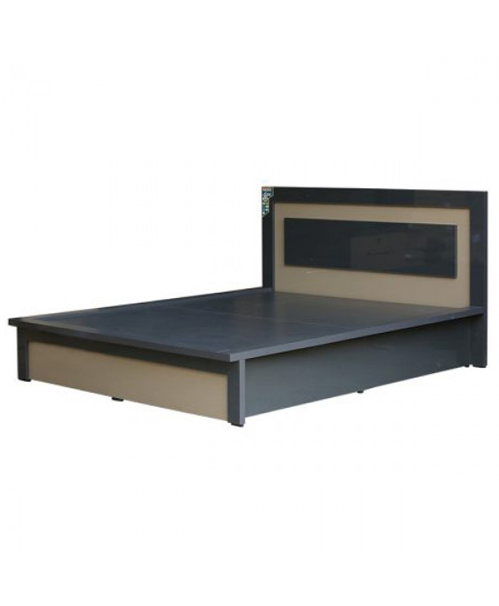 CT 710 Family Cot with Hydraulic Storage.